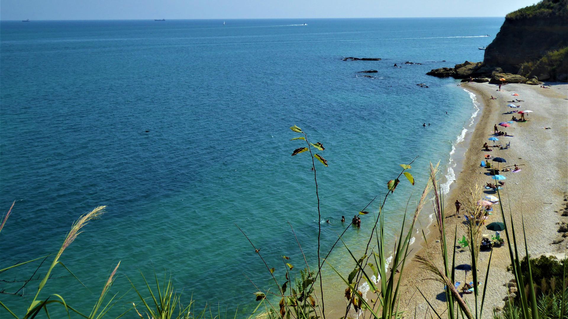 oblázková pláž v Abruzzu - Copia.JPG