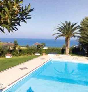 piscina Ferretti.jpg