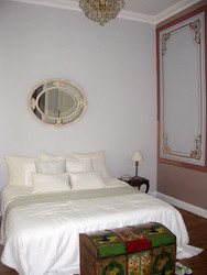 Yatak odasında boyaların altında kalmış freskler ortaya çıkarıldı, tahrip olmuş bölümler yeniden çizilerek özel ustalar tarafından boyandı.