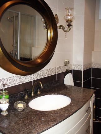 Havuz katı banyoda sade ve rustik çizgilerle tasarım yapıldı.