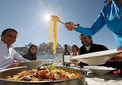 Food cibo dolomiti spaghetti canazei Dolomitiskitour ski snow