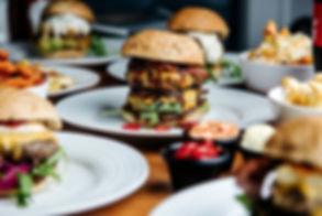 Tilaa herkullisia hampurilaisiasaunalautalle Blind Burgerista.