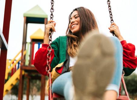 Leuk dat volwassen zijn, maar zo haal je het kind in jezelf naar boven: 10 tips.