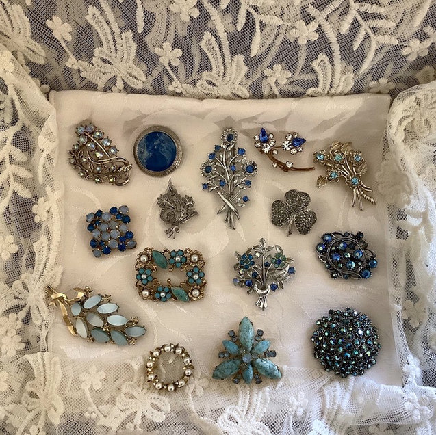Beautiful Vintage Brooches For Weddings and Celebrations