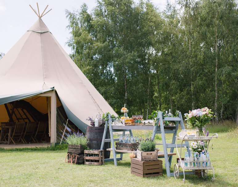 Welcome-Drinks-Station-Inspiration-Rustic-Weddings-Props-Hire-Norfolk