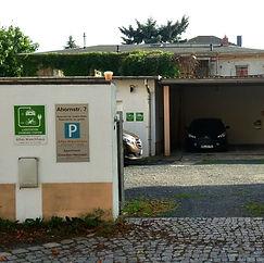 Parkplatz mit Ladestation
