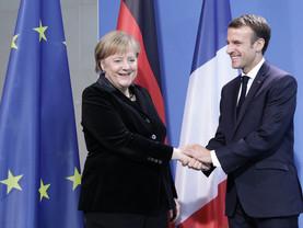Europe : Macron exhorte Merkel à «dépasser les hésitations»