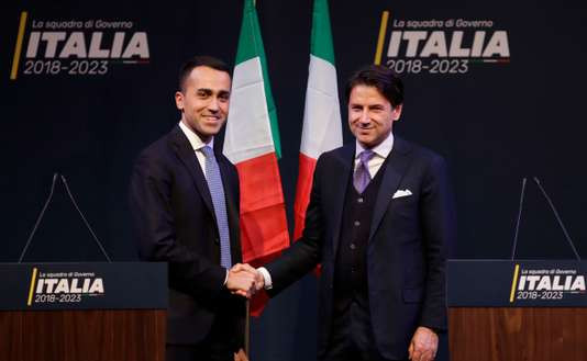 Giuseppe Conte, à droite, et le leader du M5S, Luigi Di Maio, le 1er mars, à Rome. ALESSANDRA TARANTINO / AP