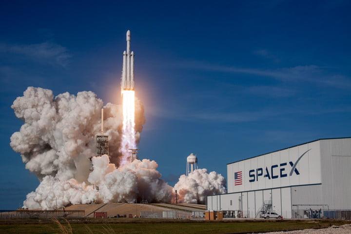 Tir inaugural de Falcon Heavy de SpaceX