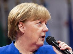 Zone euro: A. Merkel revoit les propositions de E. Macron à la baisse