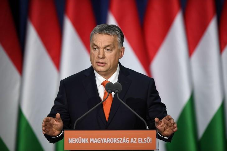 Le Premier ministre hongrois et président du parti Fidesz, Viktor Orban, prononce son discours sur l'état de la nation devant ses partisans et sympathisants au centre culturel Varkert Bazar à Budapest, le 18 février 2018. / Attila Kisbenedek/AFP
