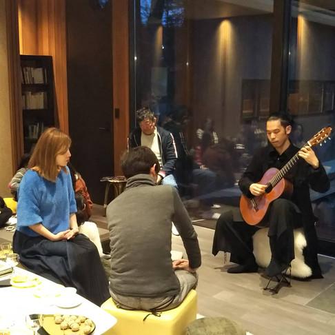 ギターとワインと珈琲と薪ストーブ