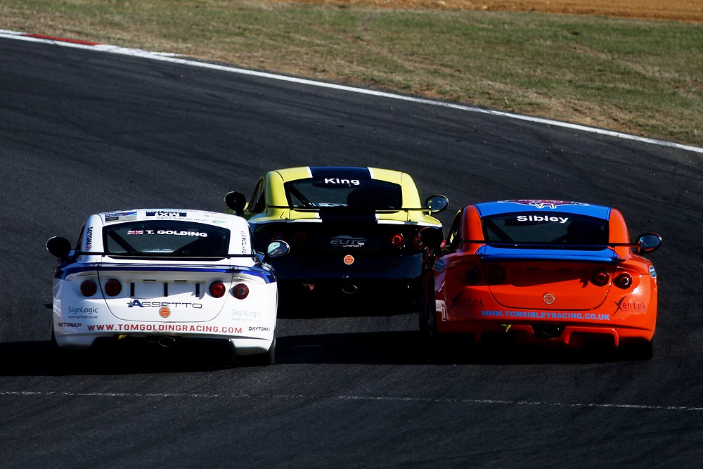Sibley racing against King and Golding at Brands Hatch