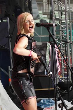 Melissa Naschenweng, Musician