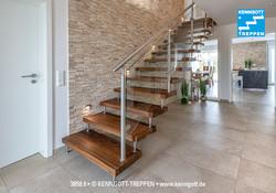 Freitragende Treppe Nußbaum