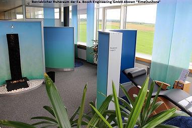 Raumgliederung mit systemischen, runden Paravents oder, Raumteiler, Trennwandsystem, Messewand, Stellwand