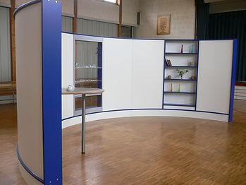 Wave Display Stellwand-Möbelsystem als intelligenter Raumteiler. Nachhaltigkeit durch immer wieder neu bestimmbaren Einsatzzweck