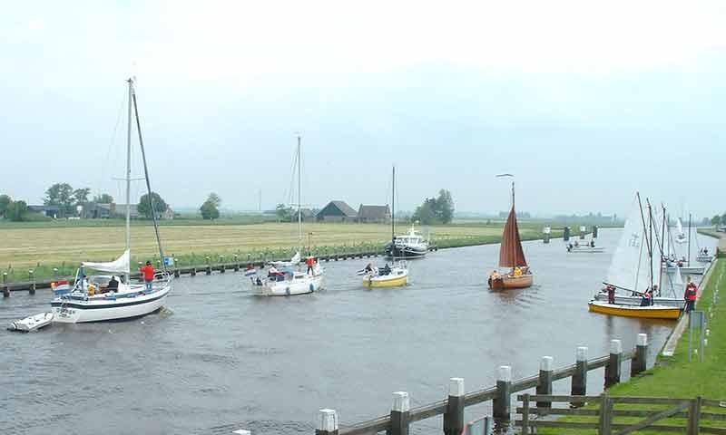 Der Run auf kleine Motorboote, Schaluppen und offene Segelboote war über Pfingsten riesig.