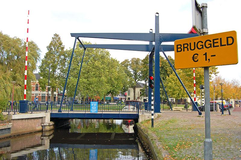 Eine der bedienten Brücken in Heerenveen.