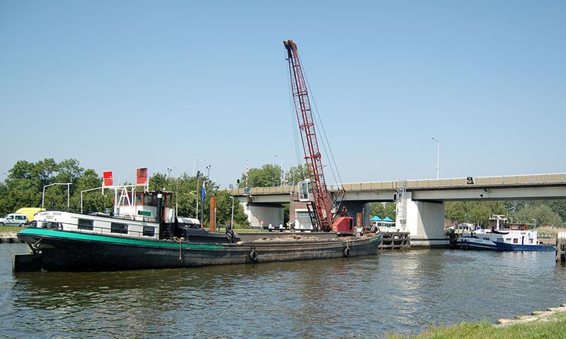 Der PM Kanal (Foto bei Spanneburg)  wäre ohne ausbaggern schnell verschlickt und nicht mehr passierbar.