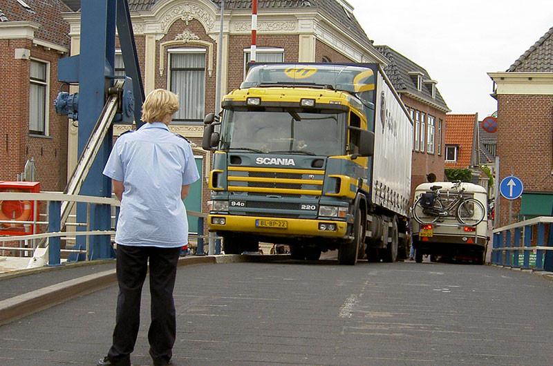 Symbolbild; An vielen Orten ist es für LKW zu eng.