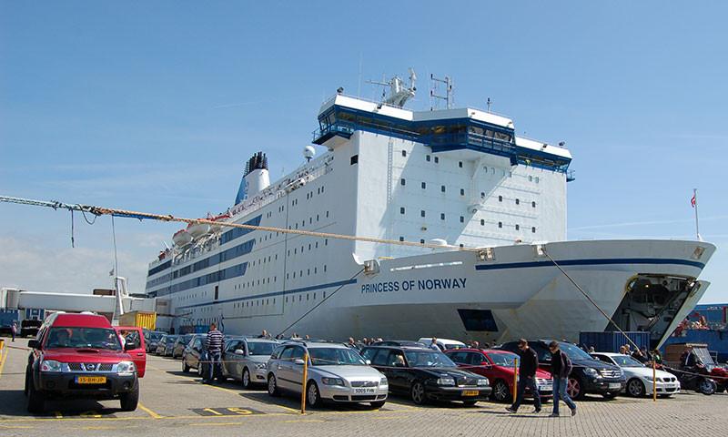 Eine der DFDS Fähren in IJmuiden.