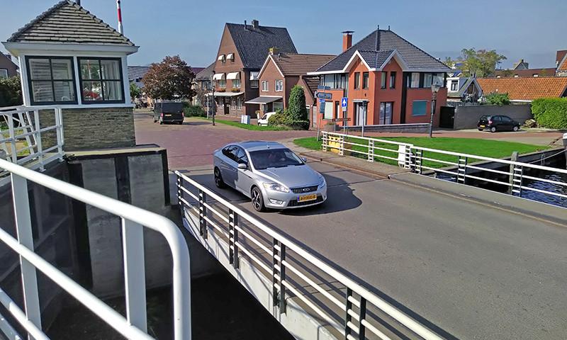 Die Riensluisbrücke in Lemmer ist defekt.