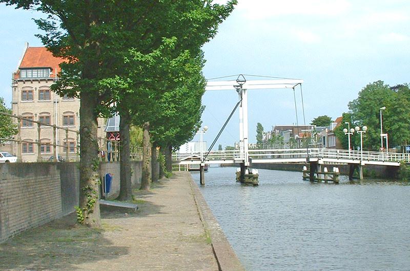 Eine der vielen Brücken in Leeuwarden.