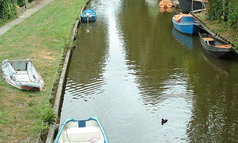 Defekte und verwahrloste Boote sollen duch den Eigentümer entfernt werden.