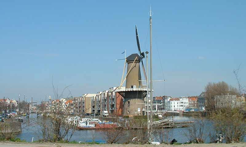 In Schiedam stehen die höchsten Windmühlen der Welt.