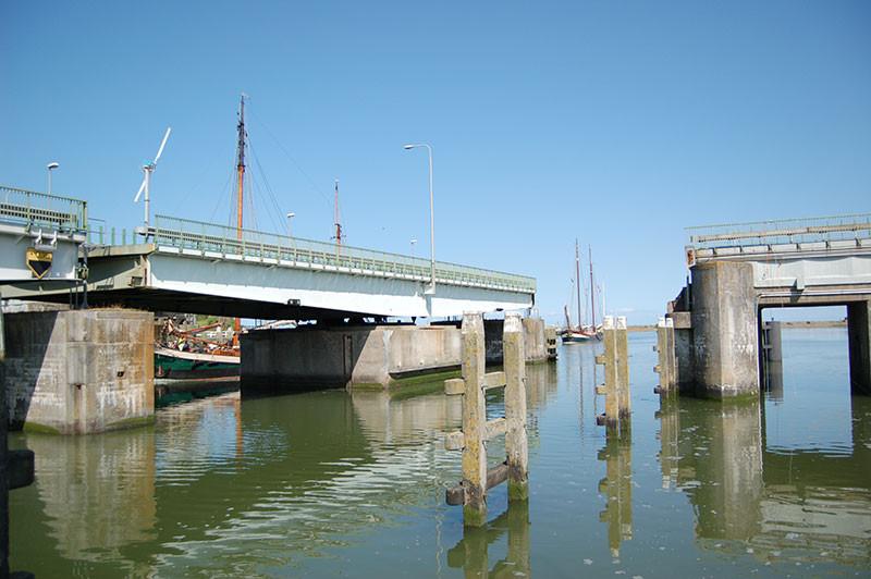Die Drehbrücke vor der Lorentzsluis.