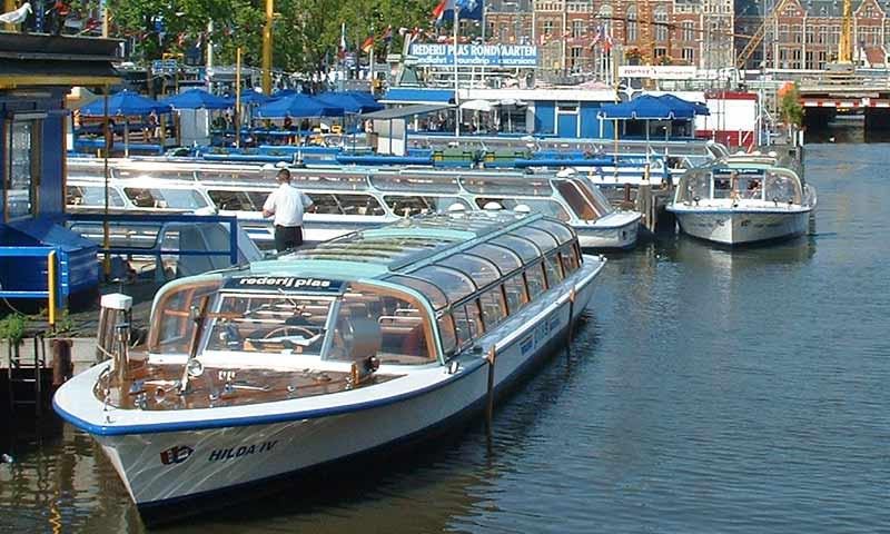 Rundfahrtboote werden für Schäden an den Kaimauern mitverantwortlich gemacht.