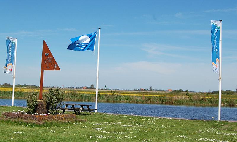 Camping Jachthafen De Rakken wurde auch dieses Jahr mit der Blauen Flagge ausgezeichnet.