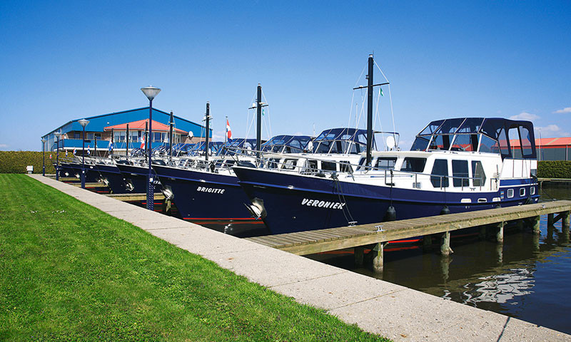 Die sehr gepflegte Flotte von Jachtcharter Klompmaker Woudsend..