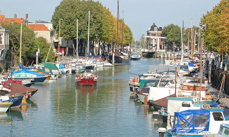 Ein Hafen im Zentrum von Dordrecht.