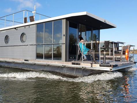 Mit dem Hausboot die Maas Seen entdecken