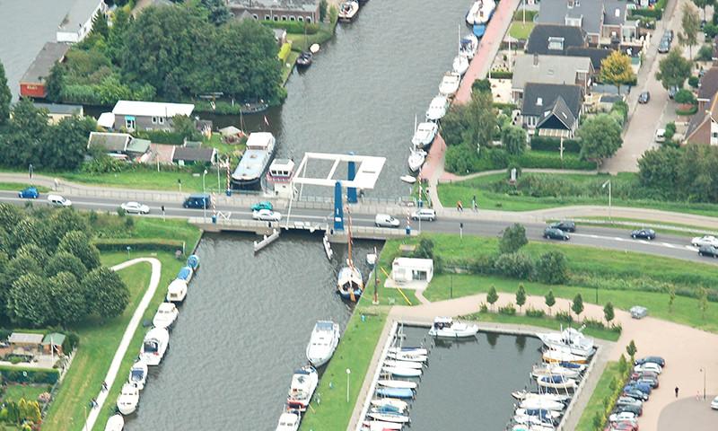 Die Zijlroedebrücke wurde durch ein Boot gerammt und beschädigt.
