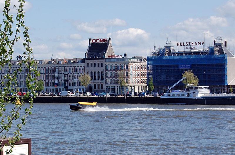 Wassertaxi in Rotterdam.