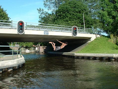 Brückenspringen ist richtig teuer