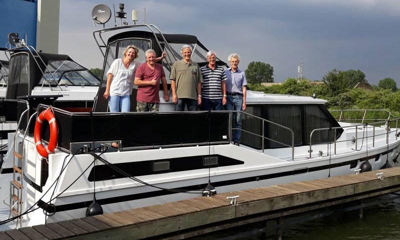 Familie Hattink (links im Bild) hat den Betrieb von den Gebrüder Vissers übernommen.