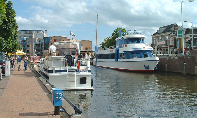 Rundfahrtboote können an verschiedenen Orten in Friesland ihre Schmutzwassertanks in die Kanalisation entleeren.