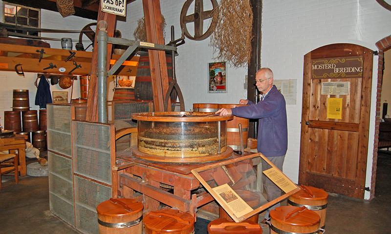 In der Doesburger Mosterd & Azijnfabriek wird noch immer von Hand Senf hergestellt