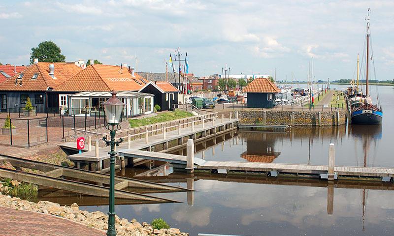 Unter anderem gelangt man über Zoutkamp ins Lauwersmeer.