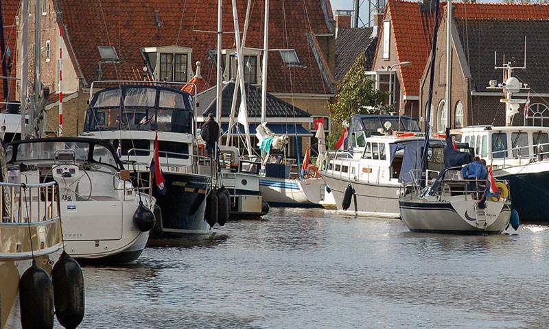 Zahlreiche Segelboote mit niederländischer Flagge wurden in Italien an die Kette gelegt,