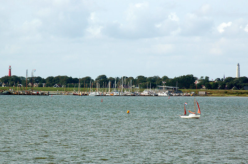Der Jachthafen von Schiermonnikoog wird ausgebaggert.