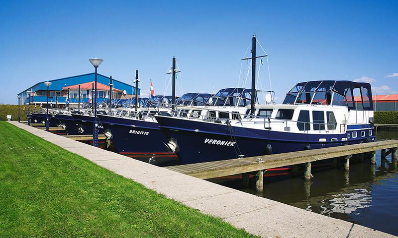 Die gepflegte Flotte umfasst verschiedene Schiffsmodelle.