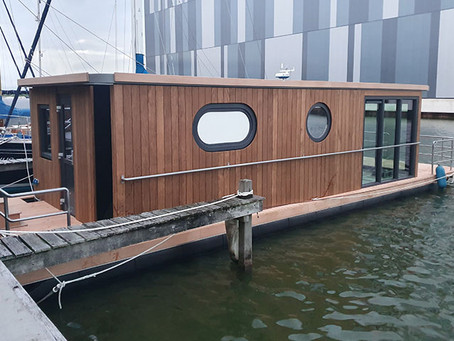 Lotus 12 Houseboat eingewassert
