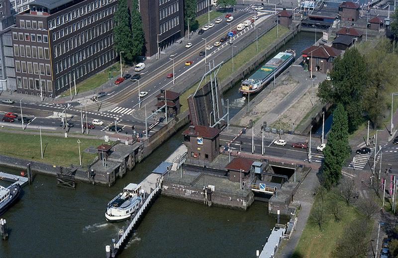 Binnenschiffer fordern: Alle Brücken und Schleusen wieder mit Personal besetzen.