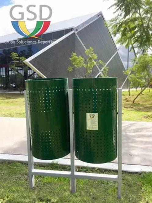Trash Cans  //  Botes De Basura