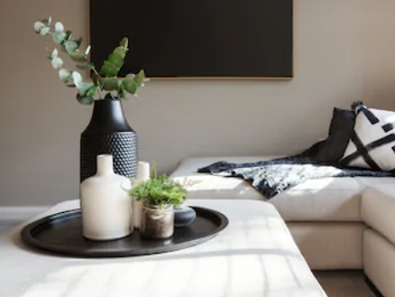 STYLING or STAGING